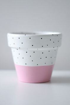 Pastel Pink White And Black Polka-Dot Plant Pot x Indoor Or Outdoor Use Pastellrosa-weiße Terracotta Plant Pots, Painted Plant Pots, Painted Flower Pots, Painted Pebbles, Hand Painted, Decorated Flower Pots, Flower Pot Design, Clay Pot Crafts, Diy Planters