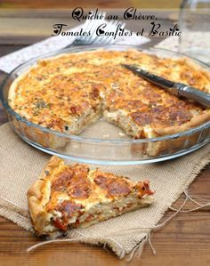 Quiche au chèvre tomates confites et basilic Healthy Cooking, Cooking Tips, Healthy Snacks, Cooking Recipes, Cordon Bleu, Savoury Dishes, Creative Food, Love Food, Macaroni And Cheese
