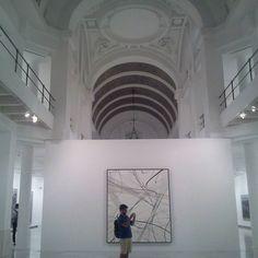 Sala Alcalá 31 un espacio de creación y exposición de Arte Contemporáneo entrada gratuita y muy cerca del Restaurante Diferen-T. Gastronomía y Arte muy cerca. No te pierdas ninguno de los dos!!!! #cibeles #puertadealcalá #retiro #sala #alcala #arte #contemporáneo #diferentmadrid #diferent