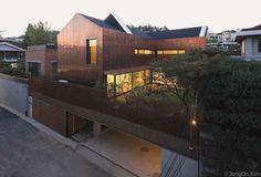 Étonnante maison contemporaine et son bardage en cuivre en Corée du Sud   Construire Tendance   Scoop.it