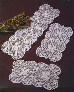 Belos centros de mesa  em crochê filé!