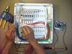 42. ELETRICIDADE - INSTALAÇÃO DE QUADRO DE DISTRIBUIÇÃO DE CIRCUITOS MONOFÁSICO - 5º - YouTube Home Electrical Wiring, Electrical Circuit Diagram, Electrical Projects, Electrical Installation, Electrical Engineering, Electronics Projects, Joker Hd Wallpaper, House Wiring, Online Library