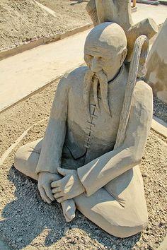 Sand Sculpture: Parallel Universe by Rodrigo Ferreirea and Lucinda Wierenga Sculpture Art, Garden Sculpture, Rail Car, Parallel Universe, Sand Art, Sands, Barn, Carving, Ice