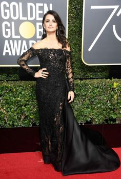 Penelope Cruz Looks Radiant on the Red Carpet at Golden Globes Photo Penelope Cruz is a stunning beauty on the red carpet at the 2018 Golden Globe Awards held at the Beverly Hilton Hotel on Sunday (January in Beverly Hills, Calif. Penelope Cruz, Golden Globe Award, Golden Globes, Glamour, Ralph & Russo, Nice Dresses, Formal Dresses, Beautiful Dresses, Red Carpet Looks