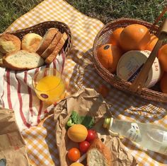 Picnic Date, Summer Picnic, Spring Summer, Tasty, Yummy Food, Aesthetic Food, Cute Food, Red Velvet, Ulzzang