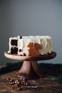 chocolate hazelnut cake with vanilla hazelnut buttercream @yehmolly