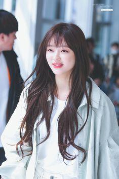 K-Pop Babe Pics – Photos of every single female singer in Korean Pop Music (K-Pop) Oh My Girl Yooa, The Girl Who, Kpop Girl Groups, Kpop Girls, Soyeon, Brown Hair Colors, Female Singers, Single Women, Korean Women