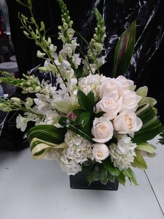 Flowers Nature, Tropical Flowers, White Flowers, Beautiful Flowers, Hotel Flower Arrangements, Ikebana Arrangements, Deco Floral, Arte Floral, Floral Centerpieces