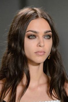Fast Smokey Eyes: the perfect make-up in 5 minutes - l .- Schnelle Smokey Eyes: In 5 Minuten zum perfekten Make-up – lovethislook.de Fast Smokey Eyes: the perfect make-up in 5 minutes – lovethislook. Maquillaje Smokey Eyes, Smoky Eyeshadow, Smokey Eye Makeup, Eyeshadow Makeup, Eyeshadows, Sexy Smokey Eye, Bronze Smokey Eye, Sparkly Eyeshadow, Black Smokey