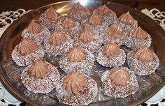 Čokoladna gnijezda - Brzo, kremasto i fino! Christmas Sweets, Christmas Baking, Chrismas Cake, Bosnian Recipes, Bosnian Food, Serbian Food, Croatian Cuisine, Chocolate Stars, Czech Recipes