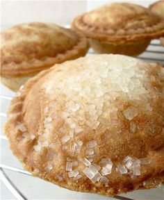 Can you bake a mini pie? How about 8 mini pies – in just 12 minutes? Babycakes Cupcake Maker, Babycakes Recipes, Baby Cakes Maker, Cake Pop Maker, Mini Pie Recipes, Cupcake Recipes, Dessert Recipes, Sweet Pie, Sweet Tarts