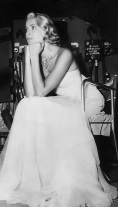 Grace Kelly on the set of To Catch a Thief (Hitchcock, 1955). Miss Kelly's wardrobe designed by her friend Edith Head.