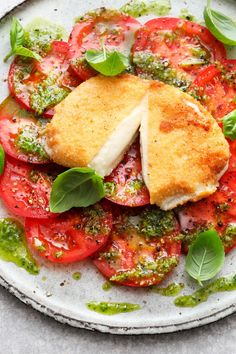 If that is not an optical highlight: baked mozzarella caprese with sel . If that is not an optical highlight: baked mozzarella caprese with home-made pesto. Source by gabybillmann Healthy Breakfast Recipes, Easy Healthy Recipes, Low Carb Recipes, Diet Recipes, Easy Meals, Cooking Recipes, Grilling Recipes, Simple Meals, Healthy Lunches