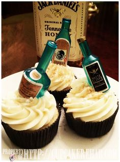 JackDaniel's Tennessee Honey Whiskey Cupcakes -- The cupcakes I was born to make, baby! ;D