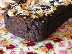 A low-carb chocolate pound cake that is easy to make, not too sweet, but has plenty of chocolate flavor? Yes, please! Just 4.5 carbs per slice - serves 12