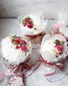 590 отметок «Нравится», 33 комментариев — Alena Klark (@miss_klarks_cakes) в Instagram: «Я прям чувствую, что будет как в прошлом году, когда мой пост с куличами неожиданно попал в топ и…» Pavlova, Slow Cooker Desserts, Mini Cakes, Cupcake Cakes, New Year's Desserts, Rich Cake, Sweets Cake, Dessert Decoration, Easter Cookies