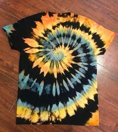 Reverse Tye Dye, Diy Tie Dye Designs, Diy Tie Dye Techniques, Tie Dye Tutorial, Diy Tie Dye Shirts, Tie Dye Party, Tie Dye Crafts, Tie Dye Fashion, Bleach Tie Dye