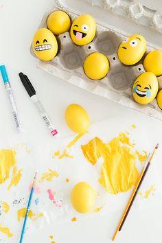 emoticon eieren  Oneindig veel leuke en originele voorbeelden zijn er online te vinden voor het versieren van paaseieren. We hebben 10 leuke tips voor je op een rijtjes gezet.
