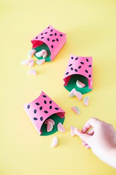 Summer birthday party? Make these DIY printable watermelon fry boxes as party favors! | Austlen Baby Co.