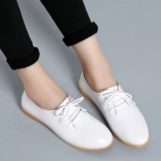 Choosing the Best Golf Shoes for Women White Oxford Shoes, Oxford Shoes Heels, Women Oxford Shoes, Loafer Shoes, Loafers, Shoes Women, Women's Shoes, Dance Shoes, Flat Shoes Outfit