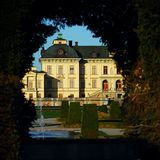 Drottningholm palace is residence of the Swedish royal family. It was built in 1662–1750, and is often called the Versailles of Sweden. The palace is sourrounded by both a large formal baroque garden and an English park.Photo Information  Copyright: Chiara Scura (chiarascura) Silver Note Writer [C: 5 W: 0 N: 17] (145)