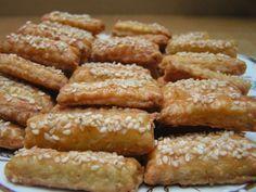Sýrové pečivo z nivy / Blue cheese crackers - My site Slovak Recipes, Russian Recipes, Pizza, Snack Recipes, Snacks, Blue Cheese, Crackers, Ham, Almond