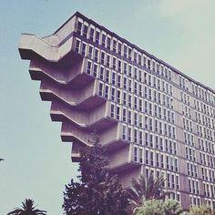 """Polubienia: 6,604, komentarze: 124 – @next_top_architects na Instagramie: """"Le Grand Hotel du Lac (Tunis). Cet hôtel, a inspiré #GeorgesLucas pour #StarWars, qui a été filmé…"""""""
