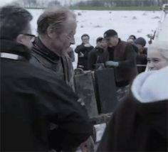 Iain Glen and Emilia Clarke behind the scenes Game Of Throes Season 8 ep 4 Game Of Thrones Artwork, Game Of Thrones Cast, Game Of Throne Daenerys, Emilia Clarke Daenerys Targaryen, Ser Jorah Mormont, Emelia Clarke, Iain Glen, Valar Dohaeris, Fantasy Tv