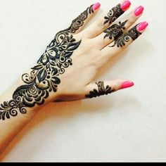 Here are some of the very simple yet stylish Mehndi designs This gallery showcases the elegant designs that are easy to apply and look good when implemented. Use these Mehndi designs 2018 collection to get inspiration and apply henna on your hands & arms. Mehndi Design 2015, Simple Arabic Mehndi Designs, Eid Mehndi Designs, Henna Designs Easy, Beautiful Henna Designs, Mehndi Patterns, Mehndi Images, Mehendi, Arte Mehndi