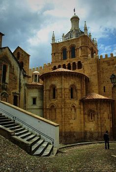 Sé Velha - Coimbra - PORTUGAL enjoy portugal holidays www.enjoyportugal.eu Places In Portugal, Visit Portugal, Portugal Travel, Las Azores, Coimbra Portugal, Portuguese Culture, Beautiful Castles, Famous Places, Medieval Castle