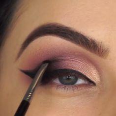 Soft Glam Makeup Tutorial - Make Up Makeup Eye Looks, Gold Eye Makeup, Glam Makeup Look, Eye Makeup Steps, Makeup For Brown Eyes, Eyeshadow Makeup, Gorgeous Makeup, Make Up Tutorial Contouring, Makeup Tutorial For Beginners