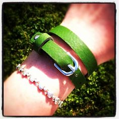 Unriveted wrap bracelet doubles as a choker