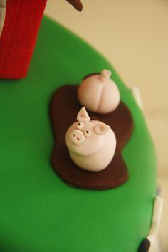 Farm cake tutorial.. pigs