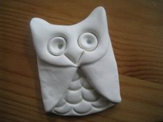 How to make quick clay owls. Easy project for lower elementary and up with some supervision. Wouldn't a bunch of these on a tree be pretty?