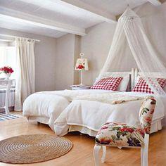 Cómo decorar la cama al estilo romántico