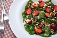 Salata cu spanac, branza de capra si capsuni ⋆ Happy Cooks by Irina & Andreea