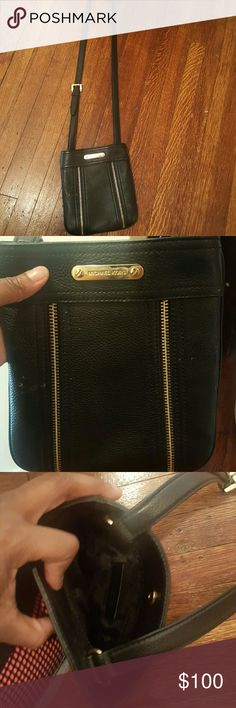Authentic micheal kors crossbody Used gently worn. No trades. Open to offers Michael Kors Bags Crossbody Bags