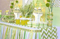 Beautiful Party to welcome warmer weather and Springtime.GREAT IDEA for an adorable Baby Shower or Birthday! You would just change the Banner Sign to what your hosting! Baby Shower Verde, Baby Shower Fun, Baby Shower Parties, Baby Shower Themes, Baby Shower Decorations, Shower Ideas, Baby Showers, Fun Baby, Shower Centerpieces