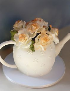 Glorious Tea Pot Cake with sugar roses