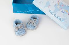 FREE PATTERN: Crochet Baby Sneakers | Croby Patterns Crochet Shoes Pattern, Newborn Crochet Patterns, Baby Shoes Pattern, Shoe Pattern, Baby Patterns, Stitch Patterns, Knitting Patterns, Crochet Baby Boots, Booties Crochet