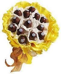 olha que presente delicioso? Buquê de chocolate da Arte Bombom!. Veja no Guia de Fornecedores: http://revistanovasnoivas.com.br/guia/item/arte-bombom/