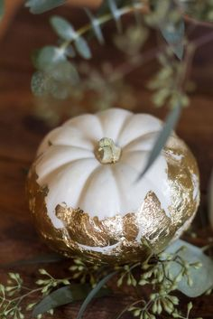Easy gold leaf pumpkin DIY tutorial #holiday #DIY #theeverygirl