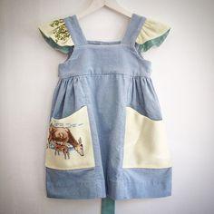 """Dueblå fløjlskjole str. 4 år med forede lommer og """"vinger"""" i råhvid uld med korsstingsbroderier knaplukning og bindebånd bagpå. Kjolen er lagt op i hånden og har ekstra knaphuller til børn med vokseværk. #forår #forårskjole #kjoleriet #børnetøj #childrensclothes #handmade #heartmade #genbrug #unika #upcycling #bæredygtigtbørnetøj #bæredygtigtbørnetøj #opbrug #omstilling #springtime #dress #sustainability #sustainablechildrensclothing #sustainableliving Re-post by Hold With Hope"""