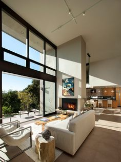 Extraordinary Double Sided Sofa Living Room Contemporary with Picture Windows High Ceilings Beige Live Edge Coffee Table Side Chair Open Floor Plan Concept Double-sided Fireplace Chimney Decor, Double Sided Fireplace, Modern Fireplace, Fireplace Design, Floor To Ceiling Windows, Big Windows, Living Room Sofa, High Ceiling Living Room, Living Rooms