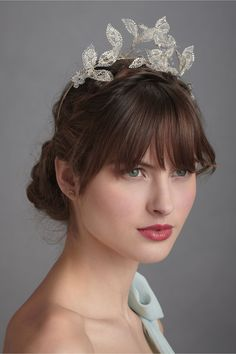 It reminds me of the delicate orange blossom bridal crowns I've seen in vintage photos from the 1910s and 1920s.
