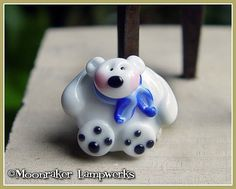 Hey, I found this really awesome Etsy listing at https://www.etsy.com/listing/83802169/polar-bear-holiday-winter-lampwork-bead