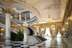 Home Room Design, Dream Home Design, House Design, Luxury Staircase, Grand Staircase, Mansion Interior, Luxury Interior, Royal Room, Castle House
