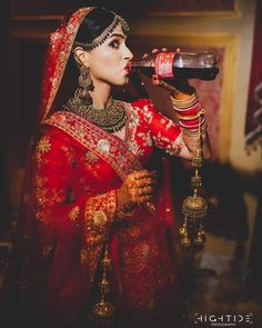 Super creative and unique wedding ideas from Real Weddings worldwide. Wish N Wed has plethora of wedding planning inspiration to implement. Indian Bride Poses, Indian Wedding Poses, Indian Bridal Photos, Indian Wedding Couple Photography, Indian Bridal Outfits, Bride Photography, Bridal Poses, Bridal Photoshoot, Bridal Portraits