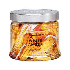 Pots à bougie 3 mèches AMBRE BLANC – L'ambre blanc et le jasmin noir se marient pour créer un arôme enivrant de notes boisées et d'encens.