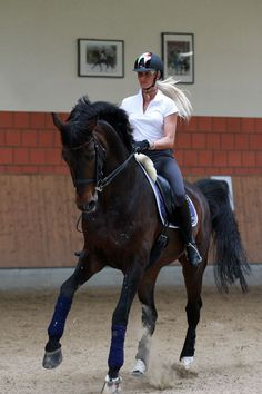 Silvia Rizzo , training in her Kepp riding Helmet!! Very stylish !!